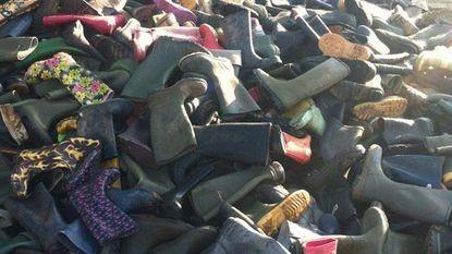 Muziekfestival Glastonbury schenkt laarzen en regenponcho's aan vluchtelingen in Calais