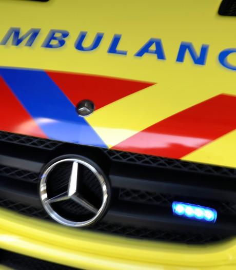 Ambulance krijgt geen voorrang van 18-jarige Tilburger, hoort hem niet door harde muziek in auto
