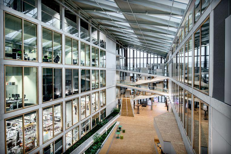 De Energy Academy Europe van de Rijksuniversiteit Groningen, het meest duurzame onderwijsgebouw van Nederland. Beeld Hollandse Hoogte / Corné Sparidaens