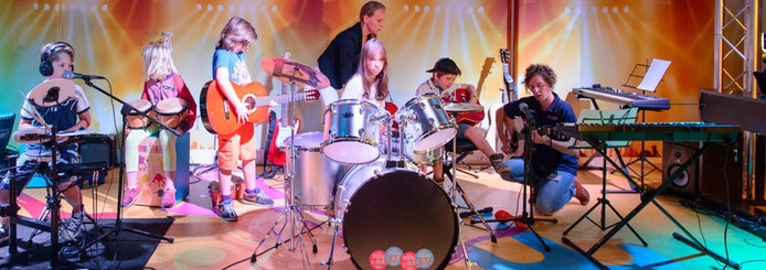 In de muziekstudio in het ETZ mogen kinderen zelf instrumenten bespelen.
