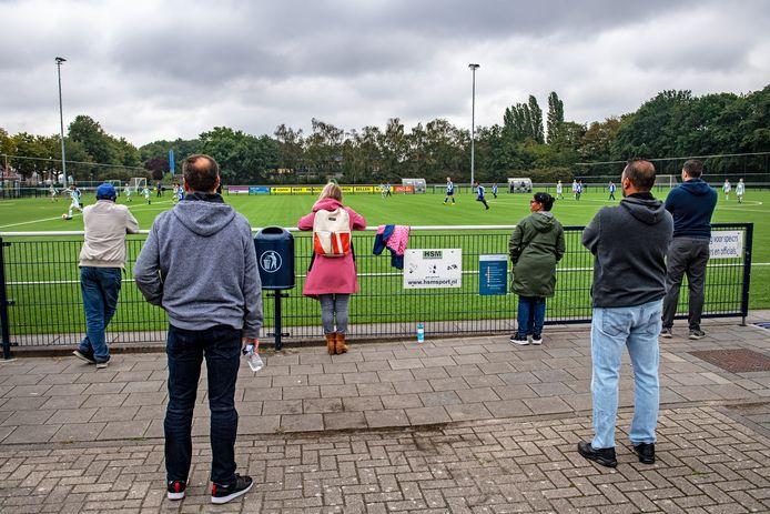Coronamaatregelen bij voetbalclub Blauw Wit.