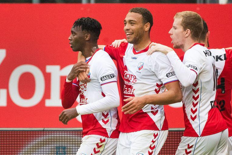 Cyriel Dessers (midden) kampt met FC Utrecht om een ticket voor de Europa League.