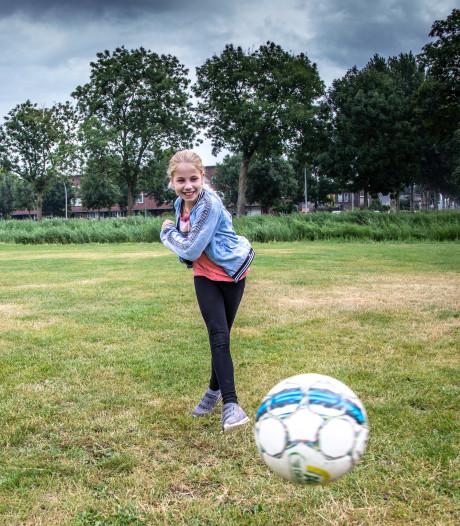 Emma (10) krijgt brief van gemeente: 'Sorry, maar veldje verdwijnt'