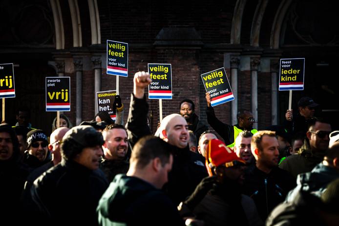 De demonstratie tegen Zwarte Piet werd in Eindhoven op 17 november vorig jaar verstoord door PSV-hooligans.