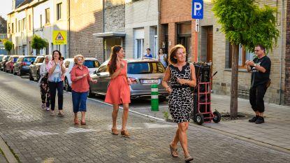 Polonaise op anderhalve meter in Spiegelstraat
