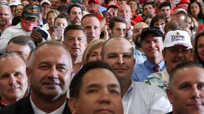 """Trump negeert coronaregels en houdt indoor verkiezingsrally: """"Als je kan protesteren kan je ook luisteren naar president"""""""