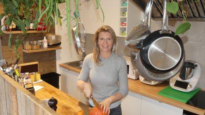 """Caroline (40) opent gezond huiskamerrestaurant: """"In Mijn Pure Tafel vergeet je de zorgen van alledag"""""""