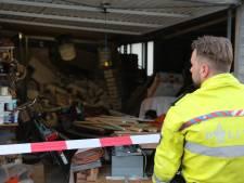 Ravage bij loods in Naaldwijk doordat stelling plotseling omvalt