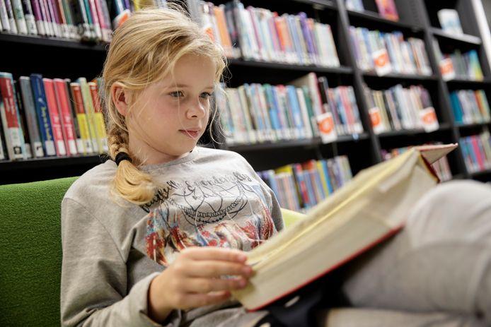 Marite Hillebrink (10) uit Zutphen zit iedere vrije minuut met haar neus in de boeken.