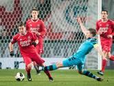 AZ in blessuretijd langs Twente door eigen doelpunt Bijen
