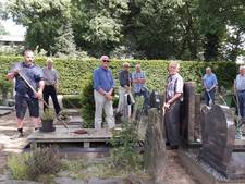 'Wat kost het als u komt helpen de graven te onderhouden?'