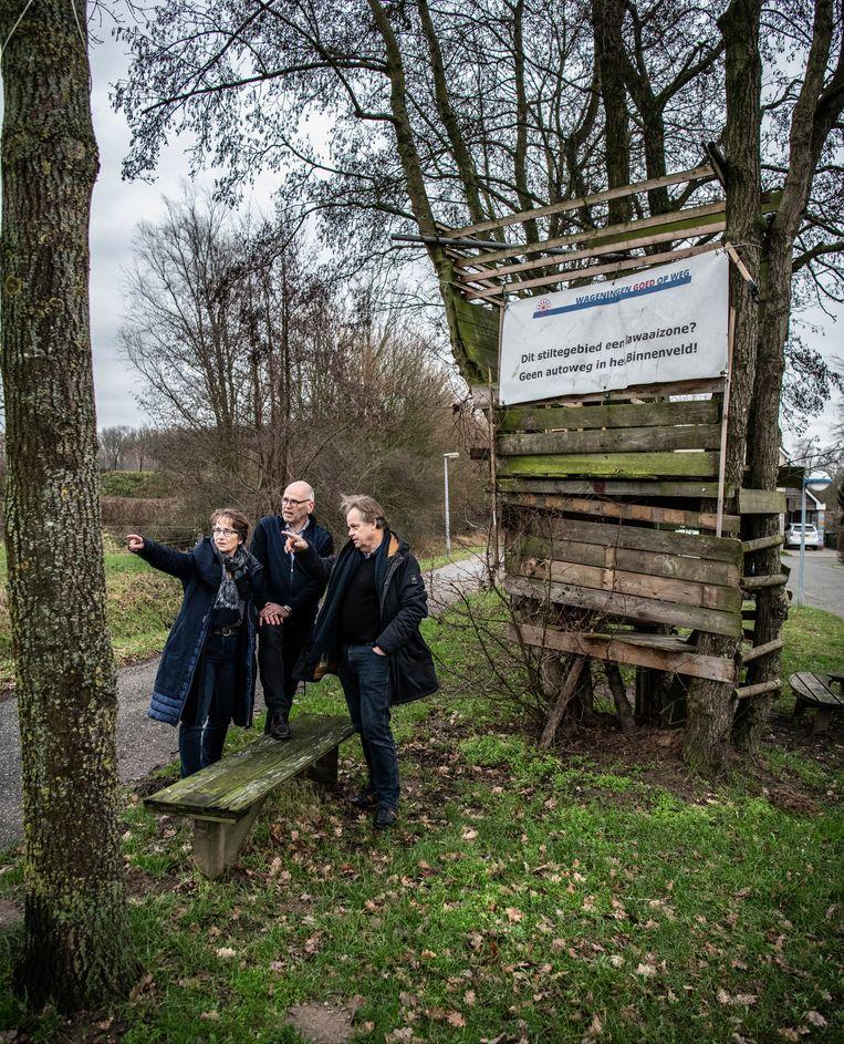 Peter Spitteler (rechts) met collega-actievoerders Marien Ravestein (midden) en Arja Vellema. Beeld Koen Verheijden