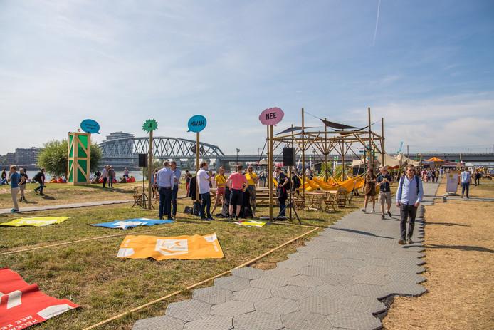 Het Democratiefestival langs de Waal in Nijmegen.