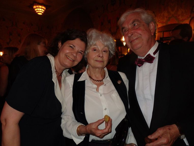 Mita de Groot, de persoonlijk assistent van Verhoeven, met moeder Marijcke en vader Roland, die artdirector was bij onder meer Turks fruit en Soldaat van Oranje. Beeld Schuim