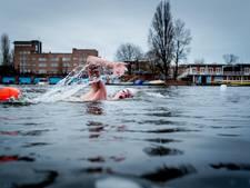 Amsterdammer (17) pakt wereldrecord ijszwemmen