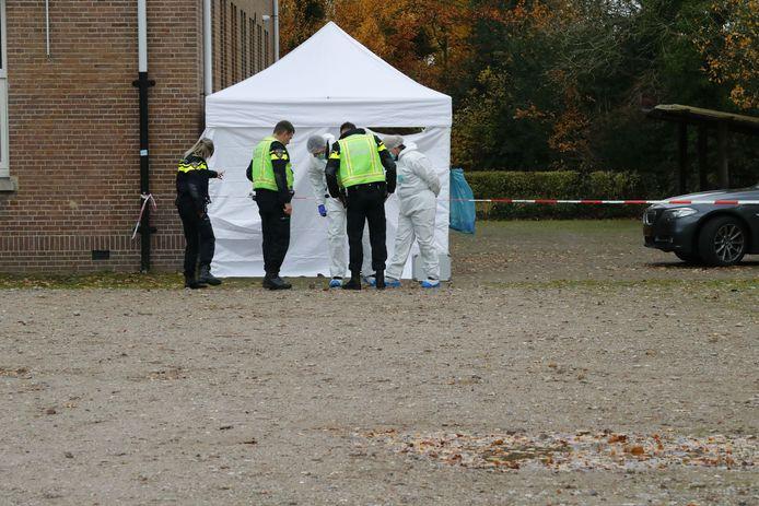 De geplaatste witte tent aan de Fuutlaan in Eindhoven.