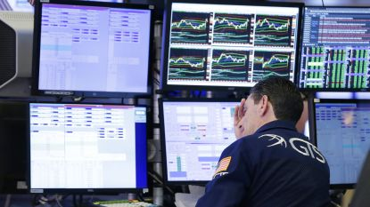 Wall Street kleurt weer donkerrood: Dow Jones duikt 5,9 procent lager