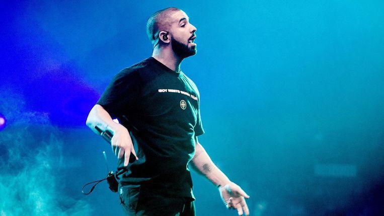 Drake at zijn buikje vol muurkrokketten Beeld anp