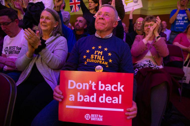 Tegenstanders van de Brexit demonstreren woensdag in hartje Londen, als het nieuws komt dat premier May een deal heeft met de EU. De burgerbewegingen 'Best for Britain' en 'The People's Vote Campaign' voeren actie voor een tweede referendum over de Brexit-uitkomst. Beeld EPA