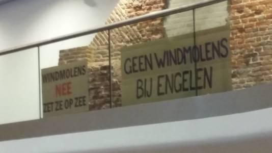 Protest tijdens de commissievergadering in Den Bosch over windmolens op De Rietvelden.