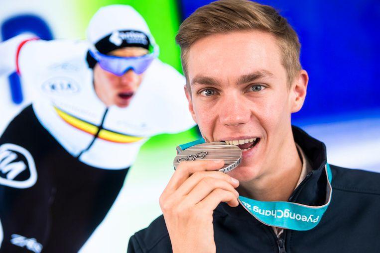 Bart Swings met zijn zilveren medaille van op de Winterspelen.
