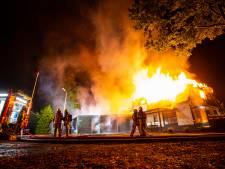 Gemist? Metershoge vlammen verwoesten restaurant in Oene, politie beantwoordt vragen over misdrijf Ermelo