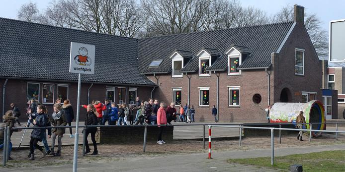 Basisschool St. Jozef gaat verhuizen. Het oude schoolgebouw is versleten.