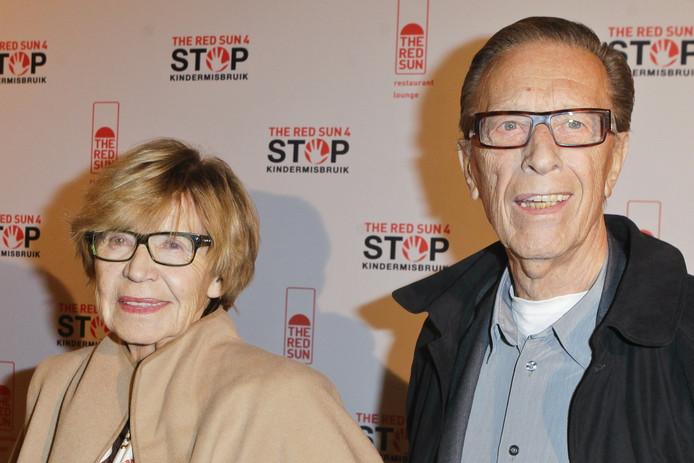 Moeder John En Linda De Mol Heeft Alzheimer Sterren Adnl