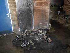 Geparkeerde scooter in Boxmeer gaat in vlammen op