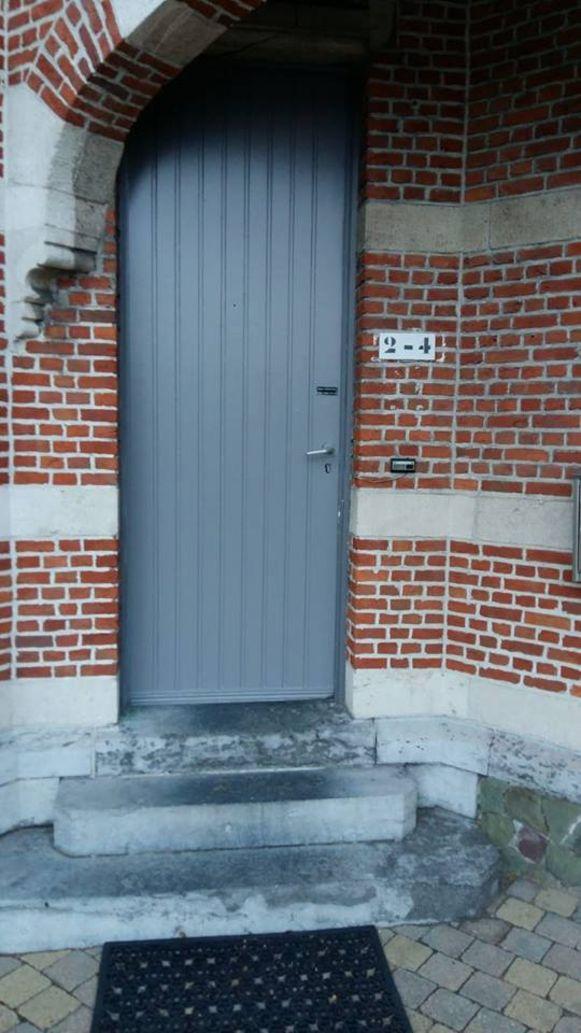 De deur van de Brughuizen heeft opnieuw een neutrale kleur.