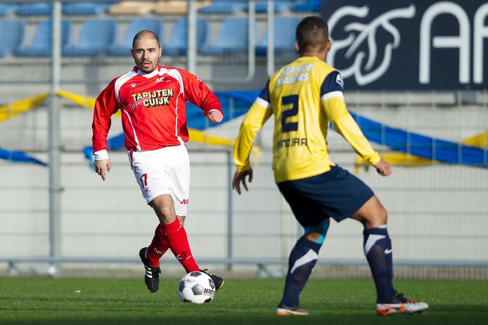 Adbessalame Assouiki speelde nog lang op amateurniveau, zoals hier met JVC Cuijk tegen 'zijn' RKC.