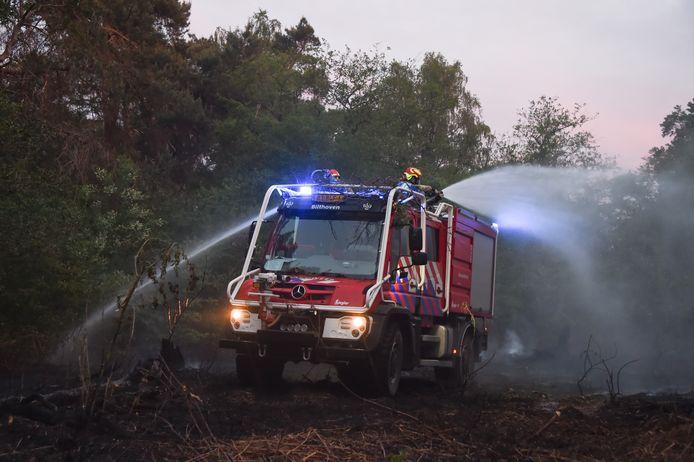 Meerdere brandweerwagens uit de regio zijn vrijdagavond uitgerukt naar het bosgebied aan de Berlagelaan in Bitlhoven, waar een bosbrand woedde. Zo'n 1500 vierkante meter groen stond in brand.