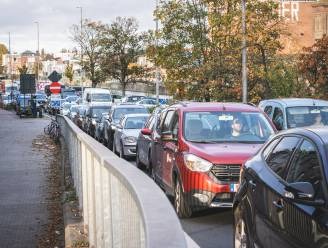 Vermijd de Meulestedebrug: tot 30 minuten file op Wiedauwkaai en Muidebrug