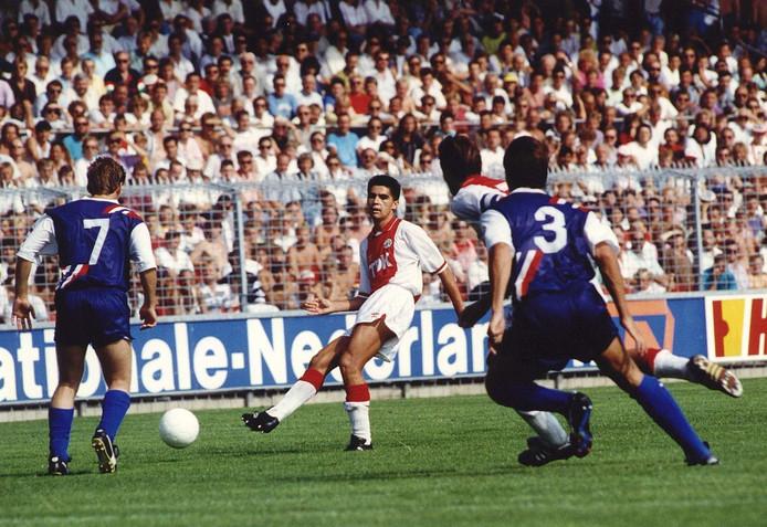 Sonny Silooy in actie namens Ajax.