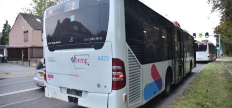 Auto en stadsbus botsen op elkaar in Nijmegen: veel oponthoud