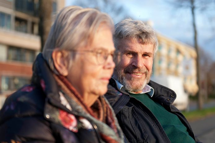 Piet Bonda (74) zorgt voor zijn vrouw Cora Bonda Kras (72). Drie jaar geleden werd bij haar cognitieve dementie vastgesteld.
