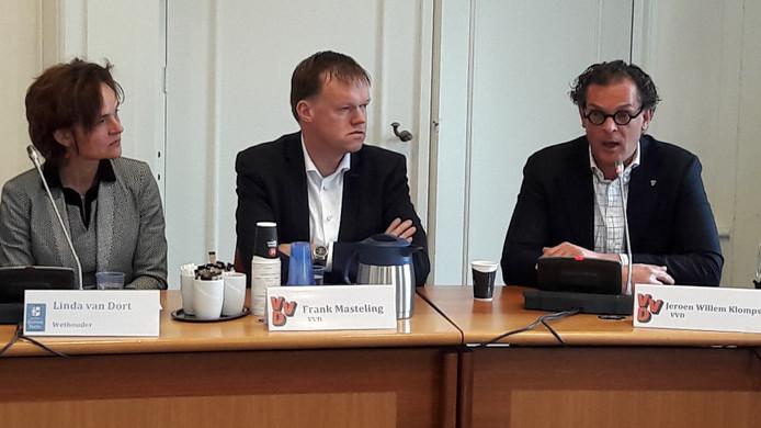 Links de opgestapte GroenLinks-wethouder Linda van Dort, rechts VVD-lijsttrekker Jeroen Willem Klomps na de verkiezingsuitslag in 2018.