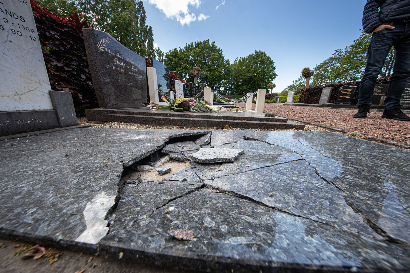 Grafschennis op begraafplaats De Holkenkamp op Urk.