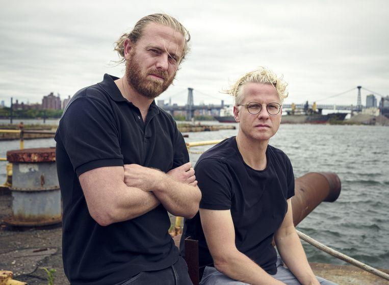Guus Meulendijks (links) en Ricardo van Loenen op de oude scheepswerf in Brooklyn waar ze hun Amsterdamse kunststukje willen herhalen. Beeld Sebastiano Tomada