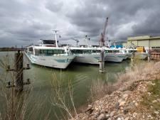 Aanlegverboden, geen afstand kunnen houden: de riviercruisevloot ligt stil in Dodewaard
