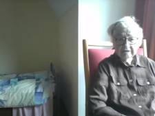 Gemist? Riet (87) zit in zonder wc in quarantaine en Zutphense burgemeester op het matje geroepen om kermis
