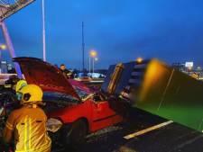 Aggregaat valt op auto: parallelbaan A16 is na opruimen van enorme ravage weer vrij