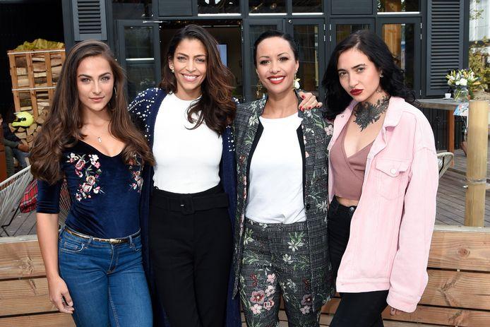 Vlnr: Nochtli Peralta Alvarez , Touriya Haoud , Sonja Silva en Christina Curry