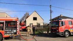 VIDEO : Woning loopt zware schade op bij felle zolderbrand