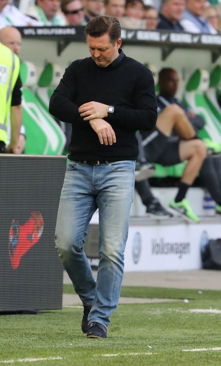Coach Christian Titz moet voetbalclub HSV zien te behouden voor de Bundesliga.  Beeld EPA