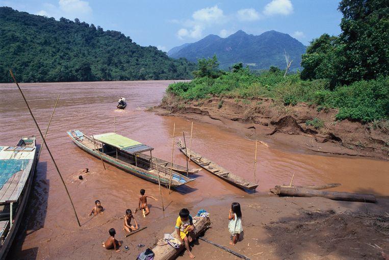 Normaal heeft de rivier deze modderige bruine kleur, veroorzaakt door voor de landbouw vruchtbaar sediment of bezinksel.