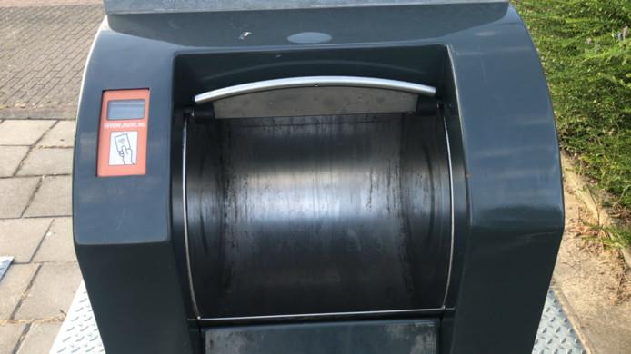 Sommige inwoners van de gemeente Heusden zien dit beeld nooit: een geopende ondergrondse container voor huishoudelijk restafval. Ze  bieden daar nooit iets aan.