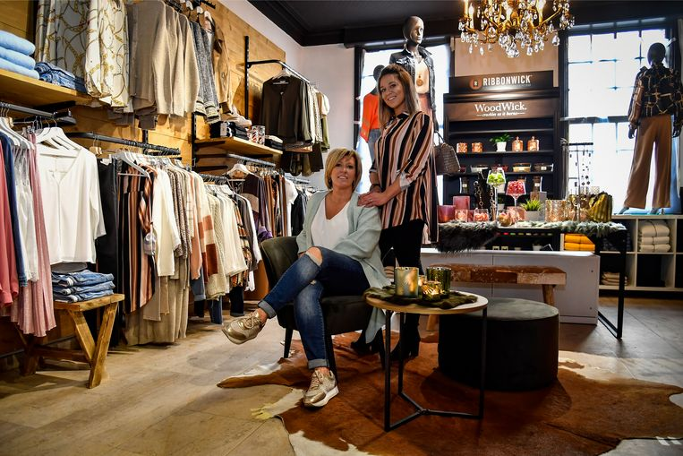 Nancy en Els van Les Belles Soeurs in hun vernieuwde winkel.