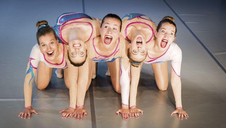 Vijf meiden uit Maastricht van de Toneelacademie/Performance presenteren La isla Bonita. Beeld null