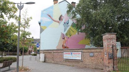 Metershoog graffiti-kunstwerk is af